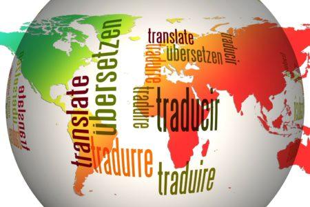 een wereldbol met alle talen van het Pinksterfeest